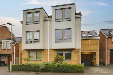4 bedroom semi-detached house for sale - Oakfield, Radcliffe-On-Trent, Nottinghamshire, NG12 2AL