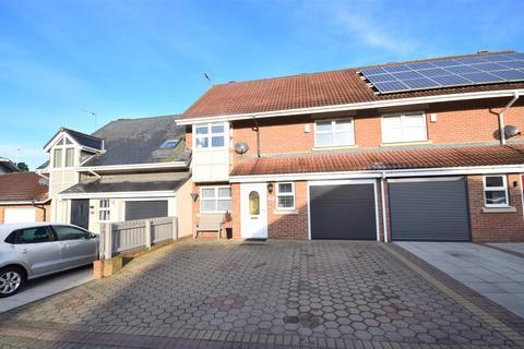3 bedroom terraced house for sale - Hamilton Court, North Haven, Sunderland
