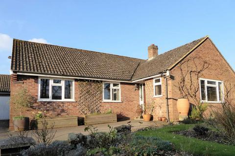 3 bedroom detached bungalow for sale - Mildenhall, Marlborough, SN8 2LR