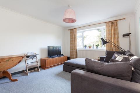 2 bedroom ground floor flat for sale - Durham Avenue, Woodford, IG8