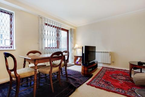 3 bedroom flat for sale - St Mary Graces Court, Cartwright Street, London E1