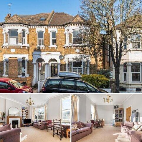 3 bedroom flat for sale - Broomwood Road, Battersea