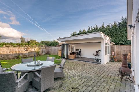 5 bedroom detached bungalow for sale - Reigate Road, Hookwood, Horley, RH6
