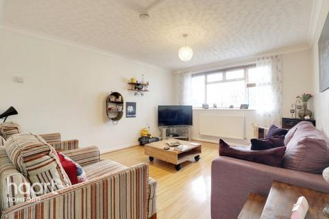 1 bedroom apartment for sale - Lennox Close, Romford