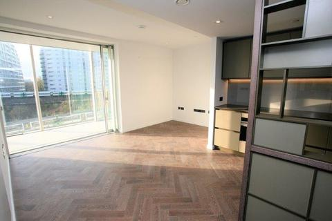 1 bedroom flat to rent - Halliday House, 2 Circus Road West, Battersea, SW11 8EY