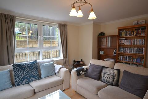 1 bedroom flat to rent - Stead's Place, Edinburgh    Available 2nd March