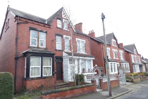5 bedroom semi-detached house - Gledhow Wood Ave, Leeds LS8