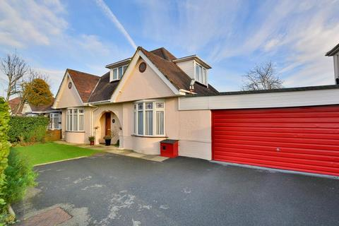 3 bedroom chalet for sale - Redhill Drive, Northbourne, BH10 6AN