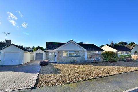 2 bedroom detached bungalow for sale - Greensome Drive, Ferndown, BH22 8BE