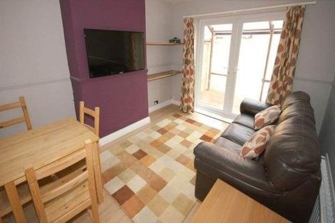 4 bedroom terraced house - Needham Road, Liverpool