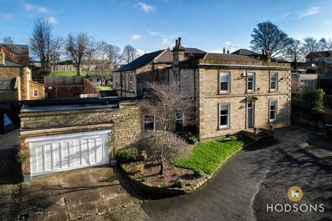 8 bedroom detached house for sale - The Green, Ossett