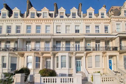 2 bedroom apartment to rent - Kingsway, Hove