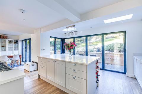 4 bedroom detached house for sale - Mitchley Avenue, Sanderstead, Surrey, CR2 9HP