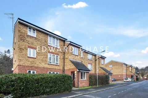 1 bedroom apartment - Frazer Close, Romford, RM1