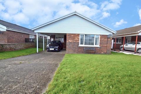 3 bedroom detached bungalow for sale - Fleming Way, Neyland, Milford Haven