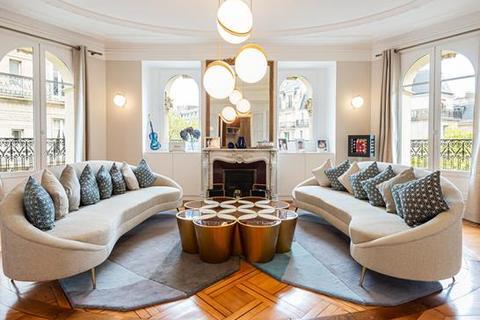 3 bedroom apartment - 75007 Paris Le Bon Marche, Paris, Île-de-France