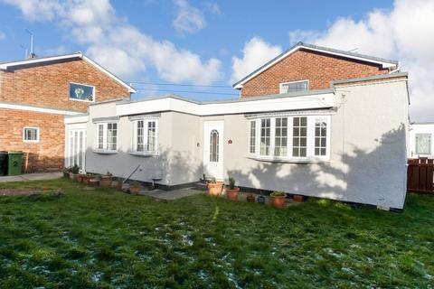 1 bedroom bungalow for sale - Mitford Gardens, Wansbeck Estate, Choppington, Northumberland, NE62 5YR
