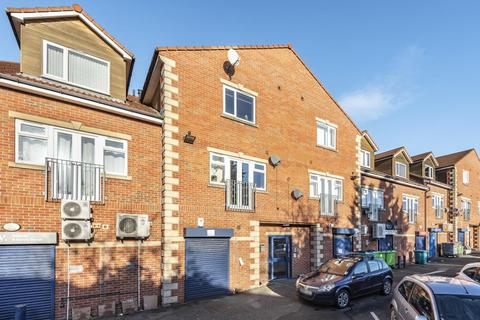 2 bedroom flat for sale - HUNTERS COURT, HUNTERS WAY, WEST YORKSHIRE, LS15 0LB