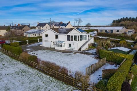 5 bedroom bungalow for sale - Llangynin, St Clears, SA33