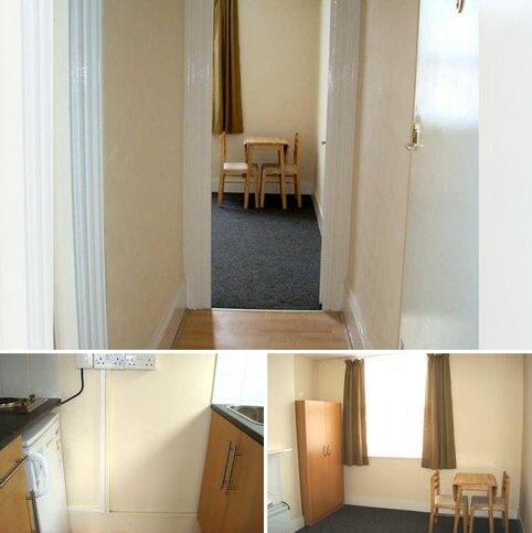 Studio to rent - Flat 2, Station Road, Edgware HA8
