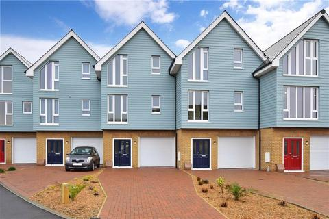 5 bedroom terraced house for sale - Shore Close, Sheerness, Kent