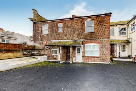 2 bedroom flat for sale - Wharf Road , Eastbourne BN21