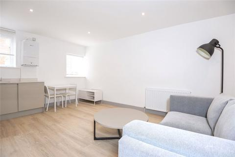 Studio to rent - London Court, East Street, Reading, Berkshire, RG1