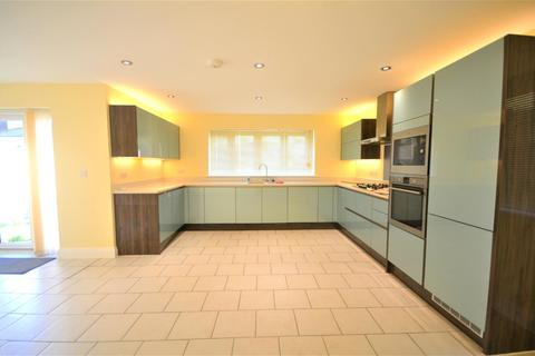 4 bedroom semi-detached house to rent - Glades Close, Romford, RM1
