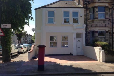 3 bedroom flat to rent - Regina Road, Ealing, London, w13