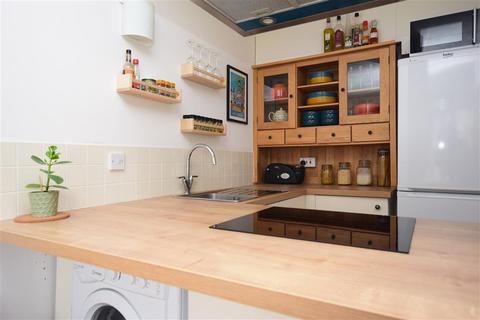 1 bedroom ground floor flat for sale - Newbridge Close, Broadbridge Heath, Horsham, West Sussex