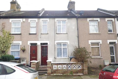4 bedroom terraced house to rent - St. Malo Avenue, London, N9