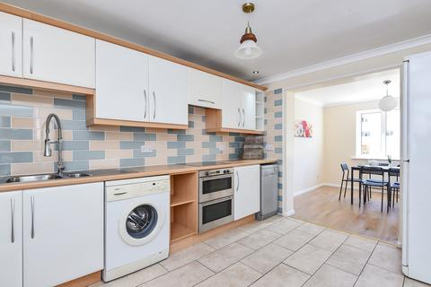5 bedroom property to rent - Atkyns Road