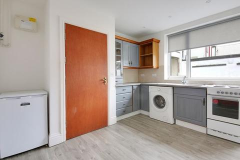 Studio to rent - Derby Road, Widnes