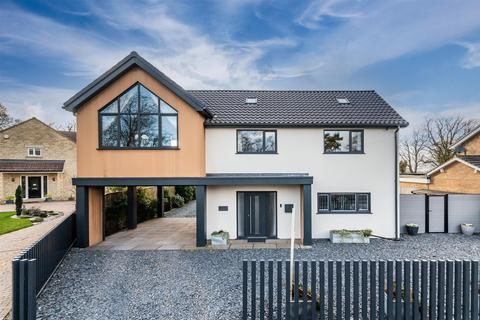 4 bedroom detached house for sale - 1 Castle Howard Drive, Malton, YO17 7BA