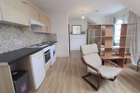 Studio to rent - Church Lane, Crouch End, London, N8