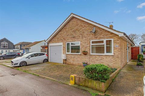 2 bedroom detached bungalow for sale - Lilian Road, Burnham-On-Crouch