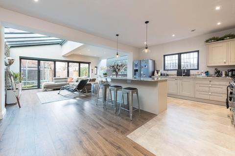 4 bedroom detached house for sale - Nightingale Lane, London, SW12