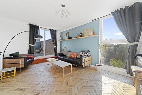 3 bedroom flat for sale - Doughty Court, Prusom Street, London, E1W