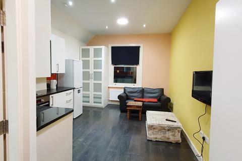 Studio to rent - Wolverton Gardens, Hammersmith, London  W6