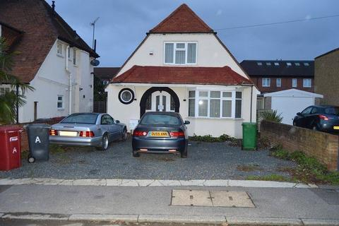2 bedroom bungalow for sale - Upton Road, Slough, Berkshire. SL1 2AW