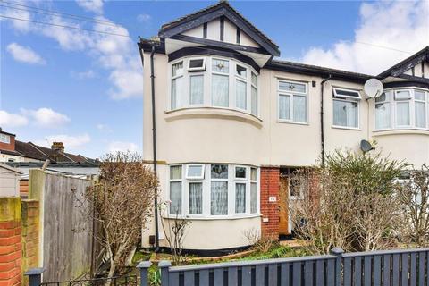 4 bedroom semi-detached house for sale - Cavenham Gardens, Ilford, Essex
