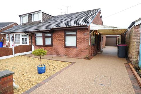 2 bedroom bungalow for sale - 63 Sunningdale Drive, Irlam M44 6NJ