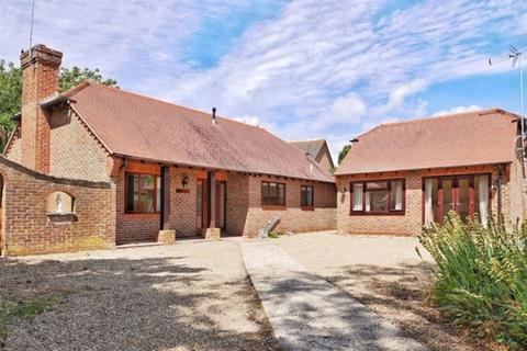 3 bedroom detached bungalow for sale - Church Road , Yapton