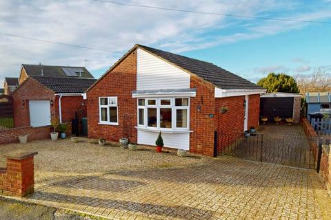2 bedroom detached bungalow for sale - Churchill Road, Stamford