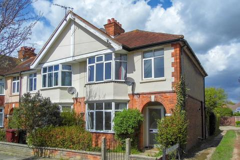3 bedroom semi-detached house to rent - Orchard Avenue, Chichester