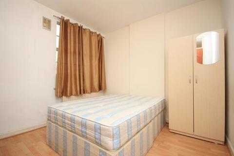 1 bedroom in a house share to rent - Western Avenue, East Acton, London, W3 7TZ