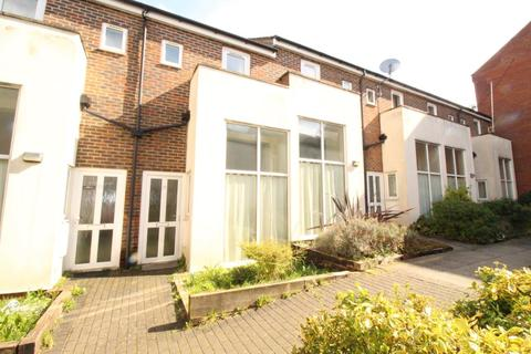 1 bedroom terraced house to rent - 1 bedroom House Central Luton