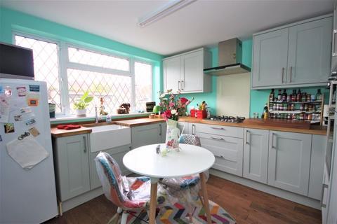3 bedroom semi-detached house for sale - Goddard Avenue, Hull, HU5