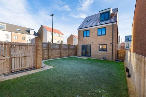 4 bedroom detached house to rent - Stylish Family Home For Long Term Rental on Trendy Gosforth Great Park