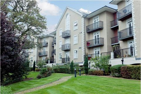 2 bedroom apartment to rent - Regents Drive, Repton Park, Woodford Green, Essex